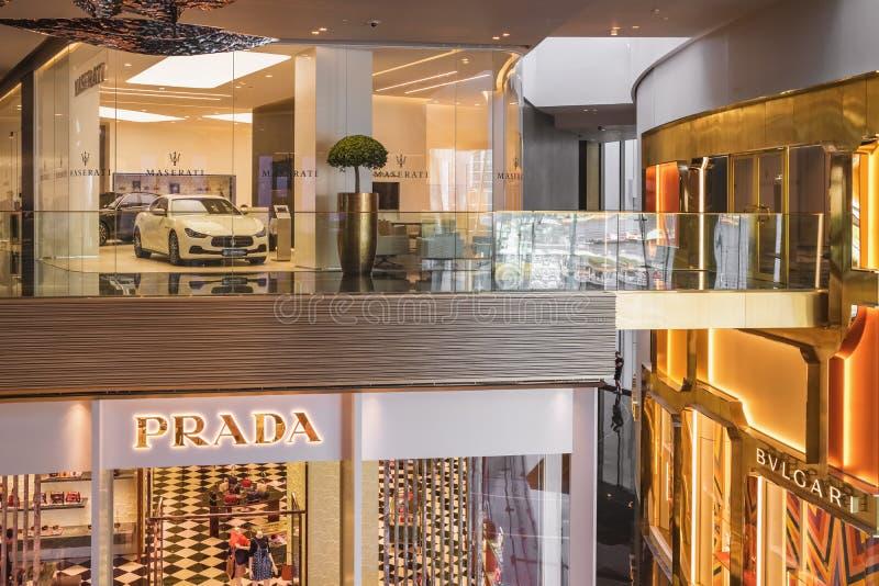 Luxusgeschäfte in Iconsiam-Einkaufszentrum in Bangkok, Thailand lizenzfreie stockfotografie