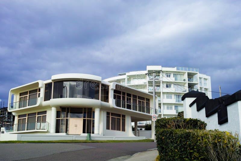 Luxushaus an der Küste in Australien lizenzfreie stockfotografie