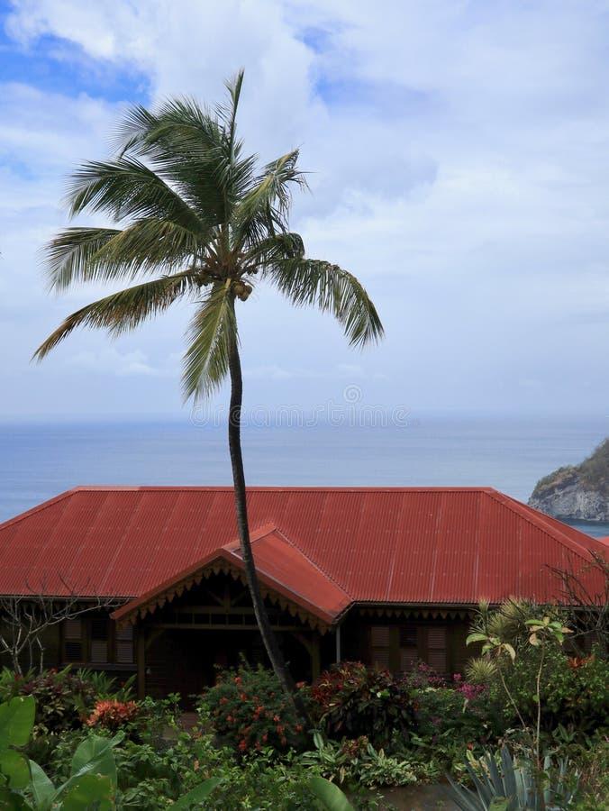 Luxushaus in tropischem Paradise stockbild