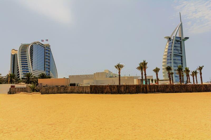 Luxushotel Burj Al Arab mit sieben Sternen in Dubai, vereinigte Emirate lizenzfreie stockbilder