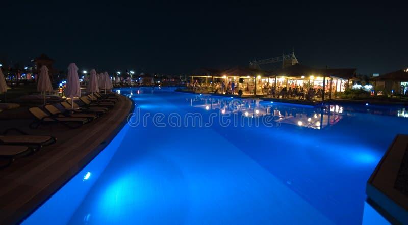 LuxushotelSwimmingpool stockbild