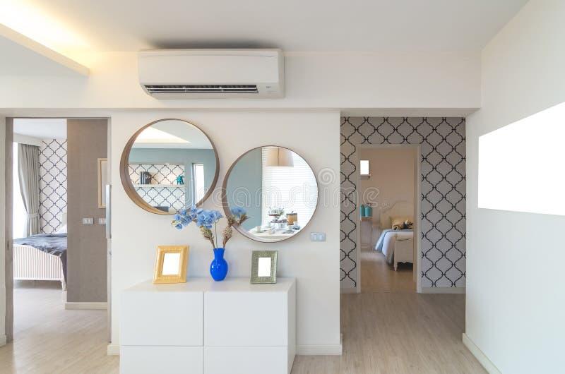 Luxusinnenmodernes Luxusschlafzimmer lizenzfreies stockbild