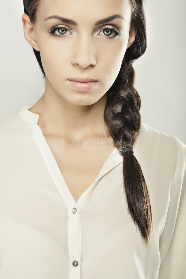 Luxusporträt des jungen Mädchens der nahaufnahme lizenzfreies stockbild