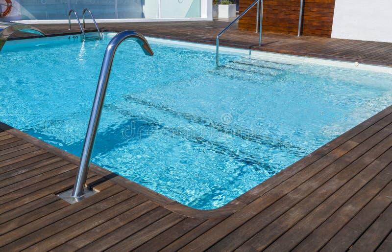 Luxusswimmingpool lizenzfreies stockbild