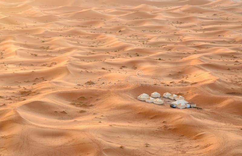 Luxuswüste Lager in den Erg Chebbi-Sanddünen nahe Merzouga, Marokko lizenzfreie stockfotos