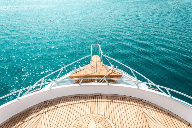 Luxusyacht, strenger Innen-, bequemer Entwurf für Restfreizeit-Tourismusreise stockfotos