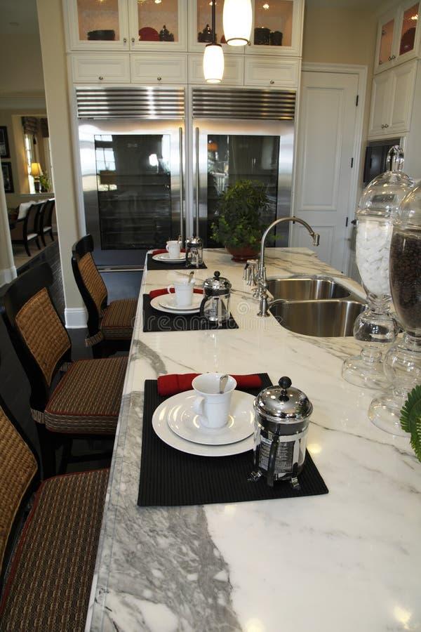 Luxuxhauptküche stockbilder