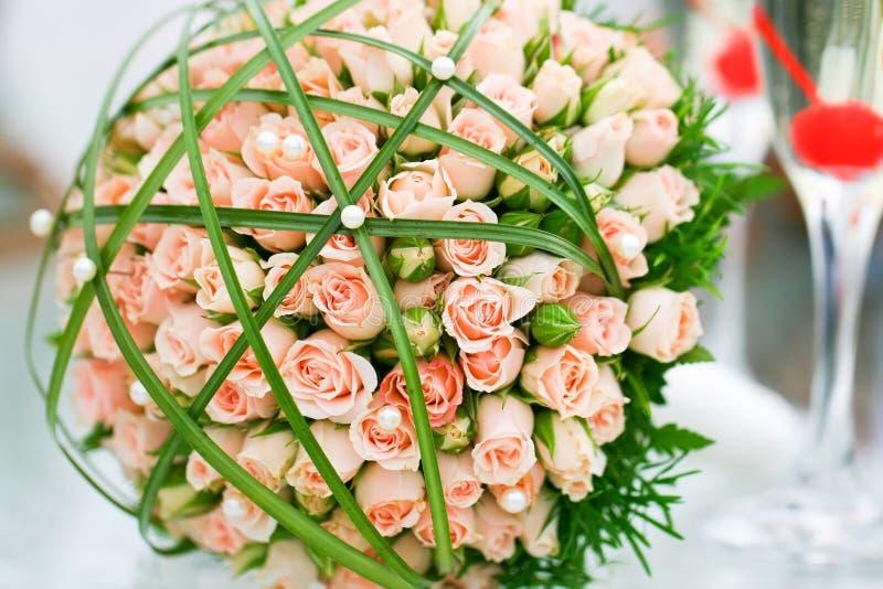 Luxuxhochzeitsblumenstrauß der Rosen lizenzfreie stockfotos