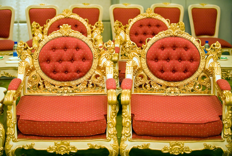 Luxuxstühle im Aufnahmeraum lizenzfreies stockfoto