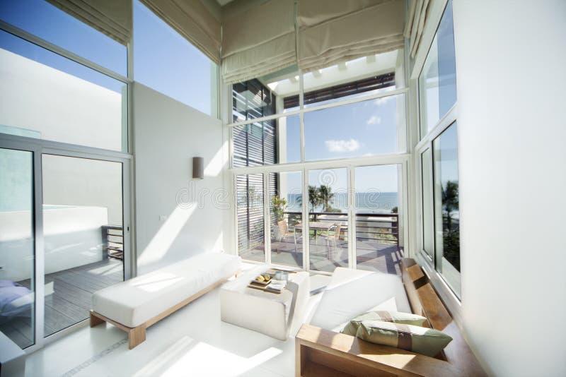 Luxuxwohnzimmer stockbild