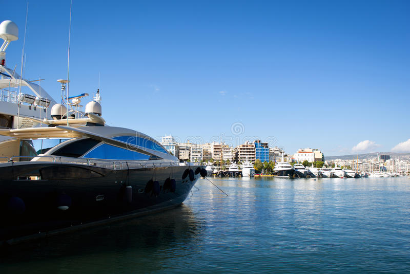 Luxuxyachten im Jachthafen stockbild