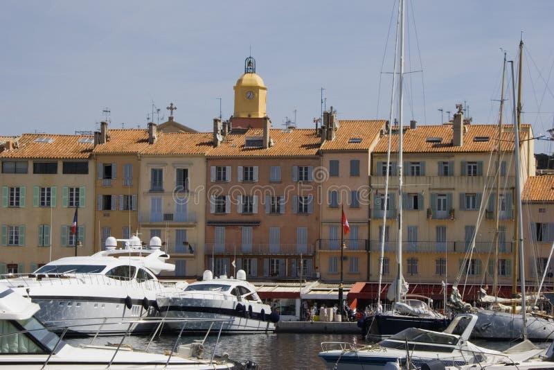 Luxuxyachten im Kanal des Heiligen-tropez lizenzfreies stockfoto