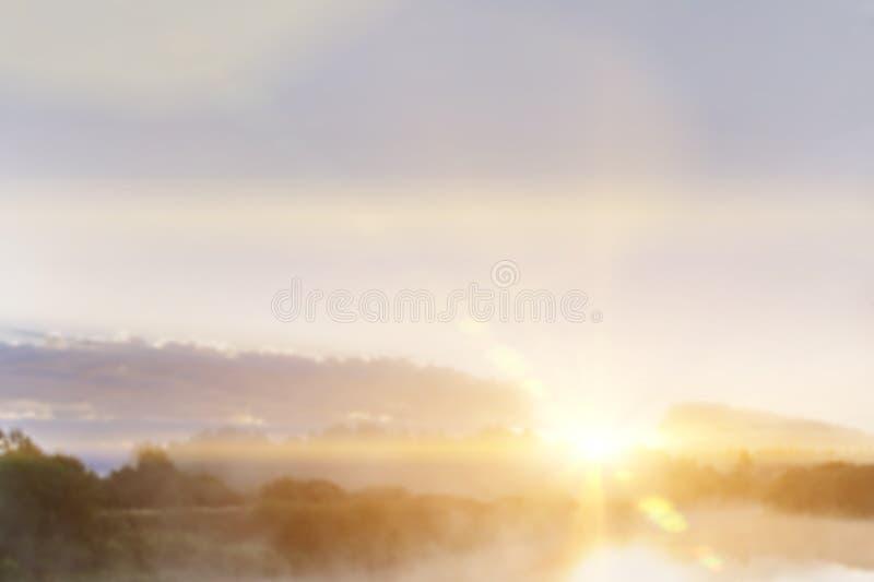 Luz abstracta del sol y fondo hermoso borroso de la mañana imagen de archivo