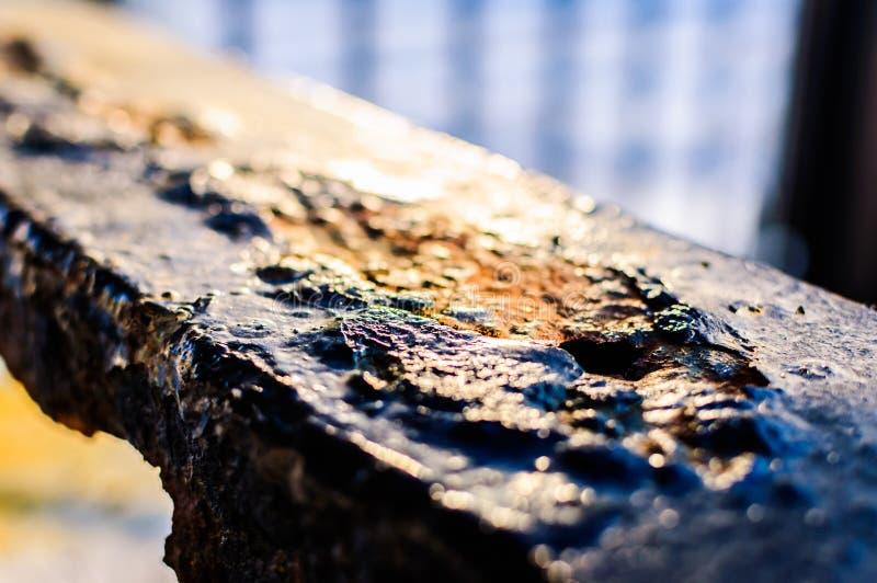 Luz al aire libre aherrumbrada de Detail With Natural de la cerca del metal y fondo suave del foco foto de archivo
