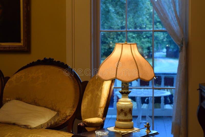Luz antebellum da noite da plantação de Belmont imagem de stock royalty free