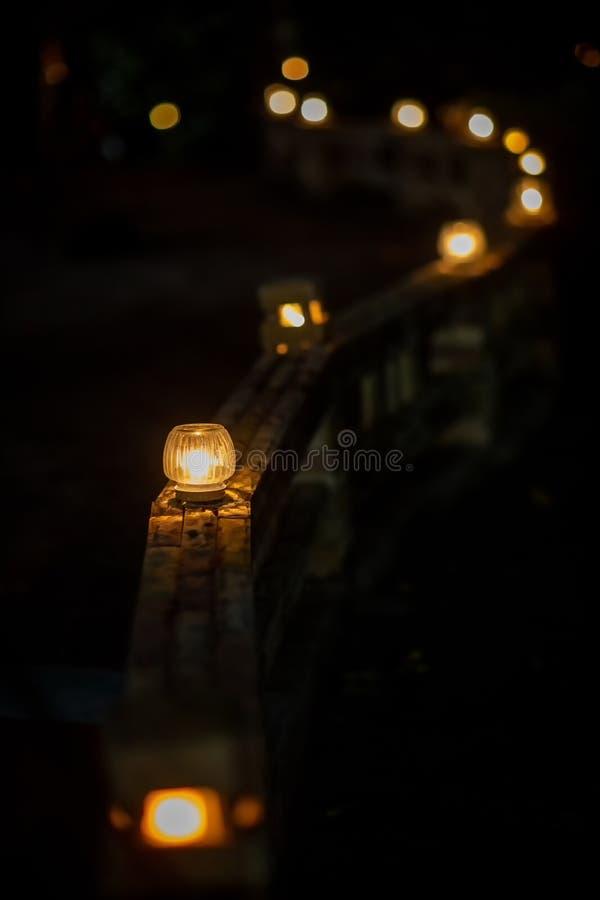 luz ao ar livre no corredor Luz elétrica durante a noite imagem para fundo, papel de parede e objetos fotografia de stock
