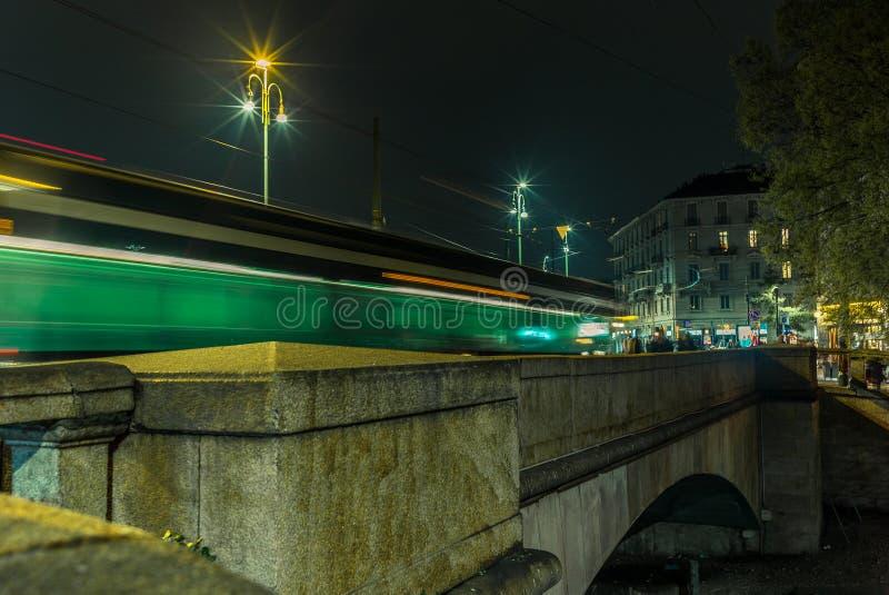 A luz arrasta na ponte no Naviglio grandioso - 4 foto de stock royalty free