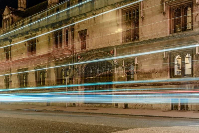 A luz arrasta nas ruas de Oxford - 1 imagem de stock royalty free