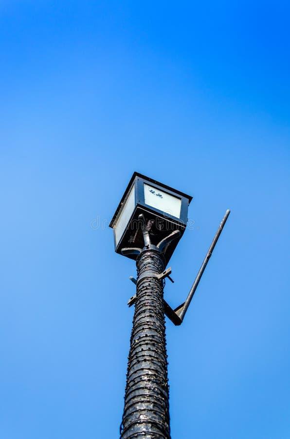 Luz atada con alambre de la noche foto de archivo