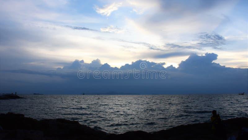 Luz atrás da nuvem fotos de stock royalty free