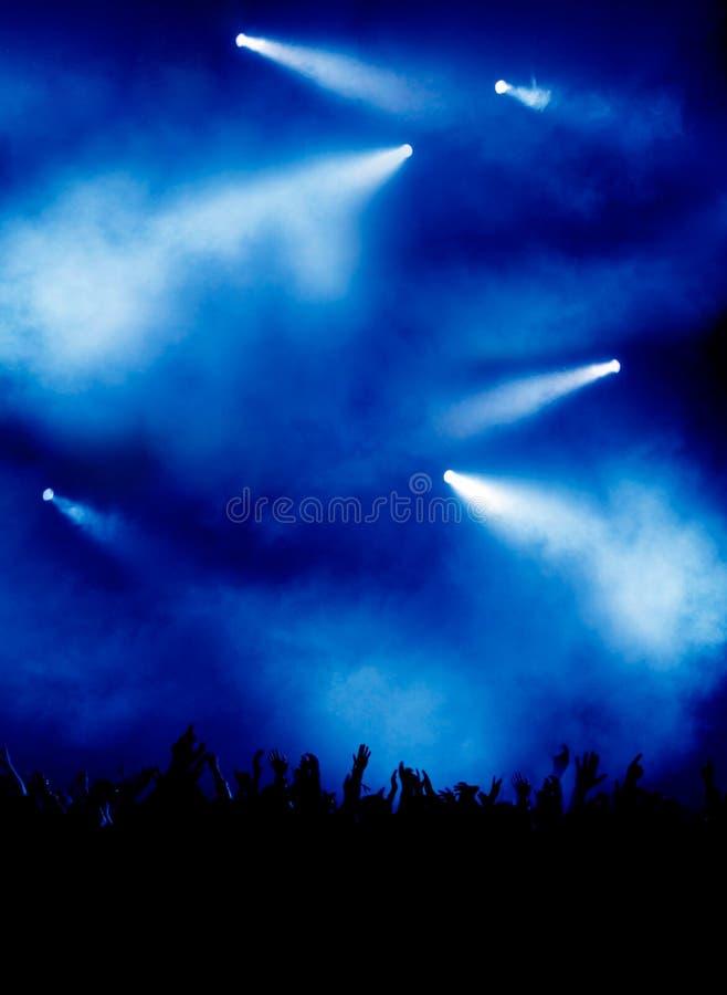 Luz azul no concerto imagens de stock