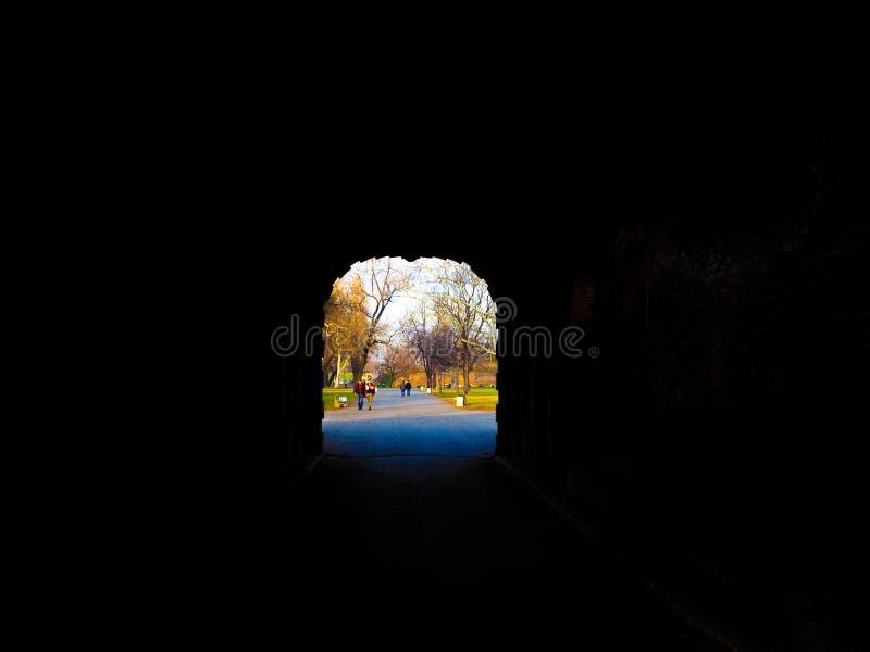 Luz bonita na extremidade do túnel imagem de stock