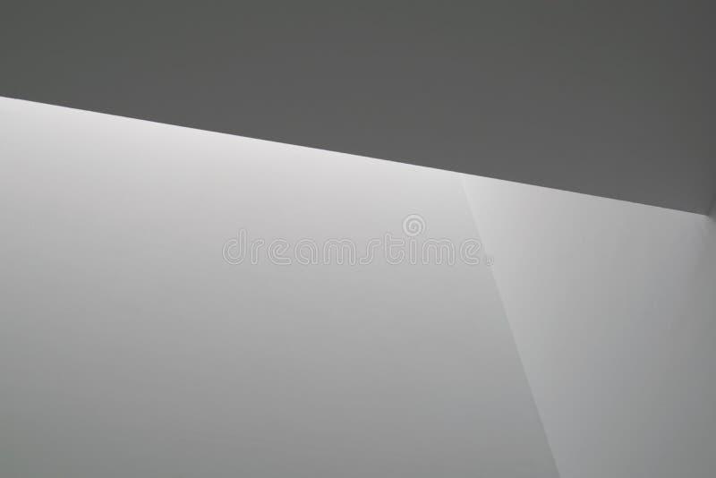 Luz branca em paredes fotografia de stock royalty free