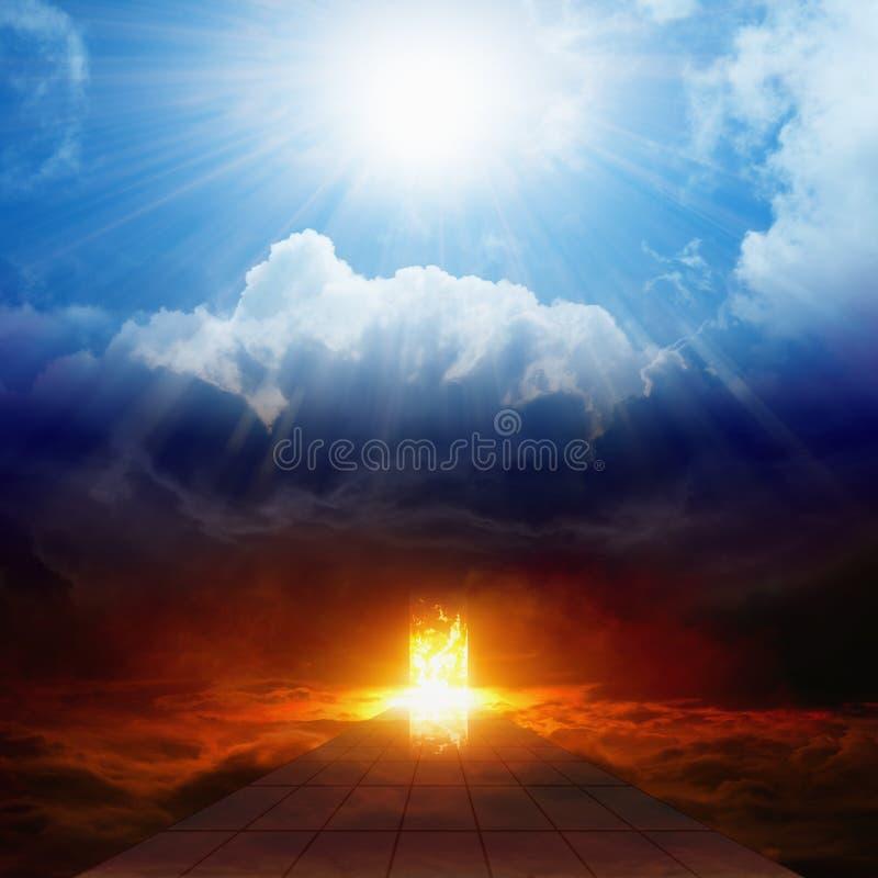 Luz brilhante do céu, estrada ao inferno, céu e inferno imagem de stock royalty free