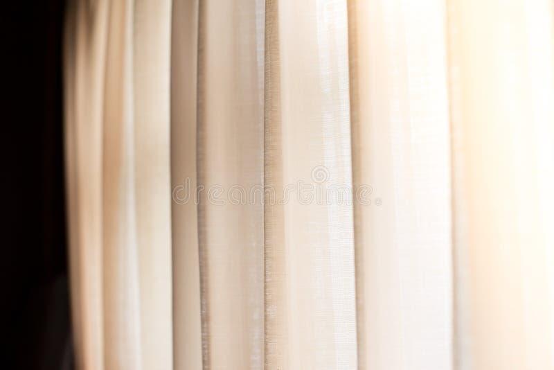 Luz caliente a través de las cortinas imagen de archivo libre de regalías