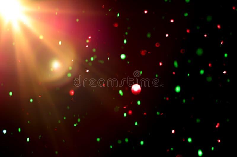 Luz colorida abstracta del bokeh con la llamarada ligera en fondo negro imagenes de archivo