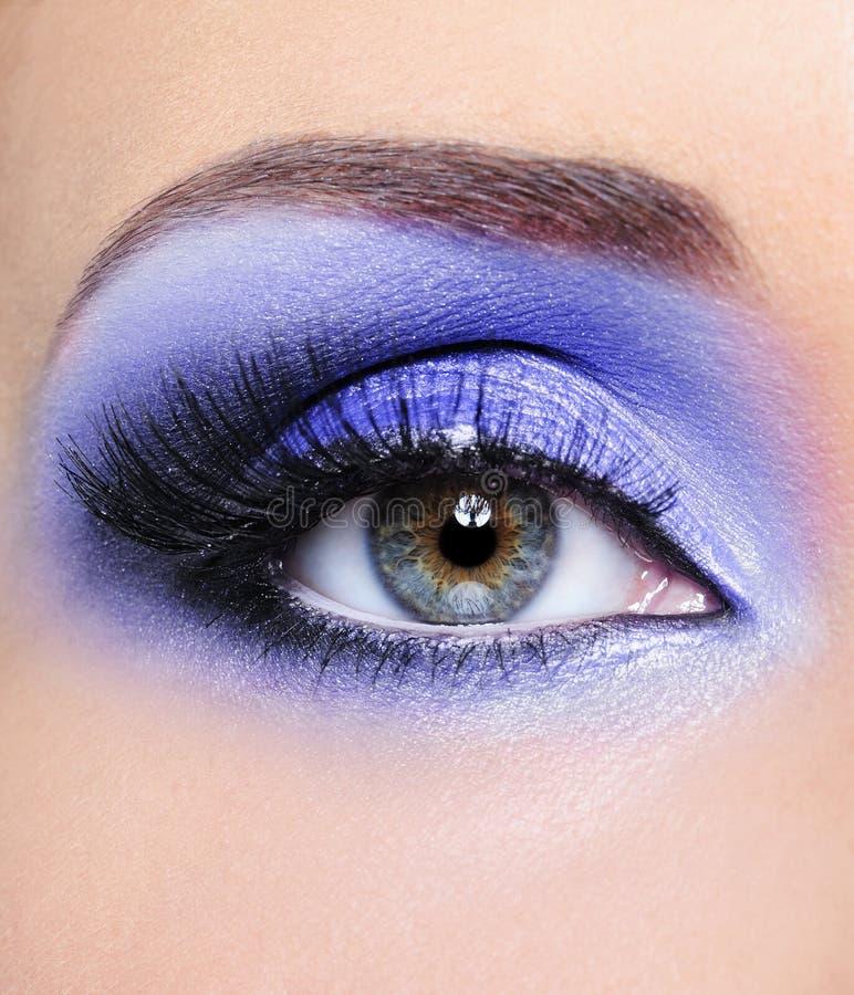 Luz - composição azul do olho da mulher foto de stock