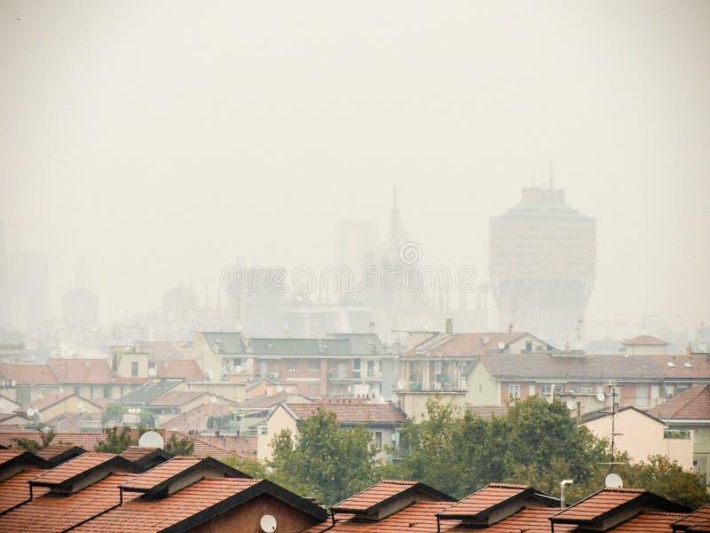 Luz corta en el horizonte de Milano fotografía de archivo libre de regalías