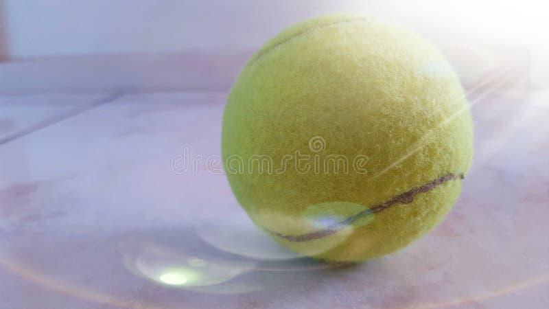 Luz da bola de tênis foto de stock royalty free