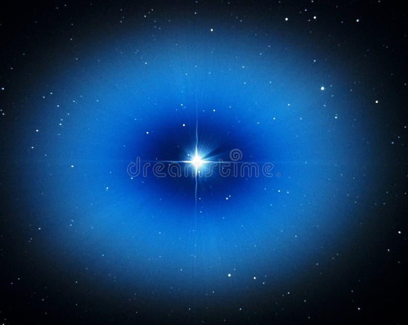 Luz da estrela de Vega no céu noturno imagens de stock