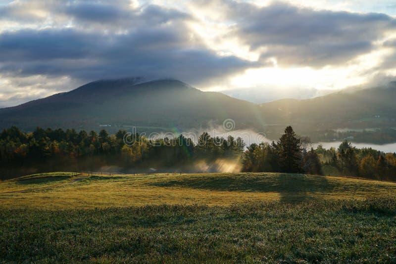 Luz da montanha da manhã imagens de stock royalty free
