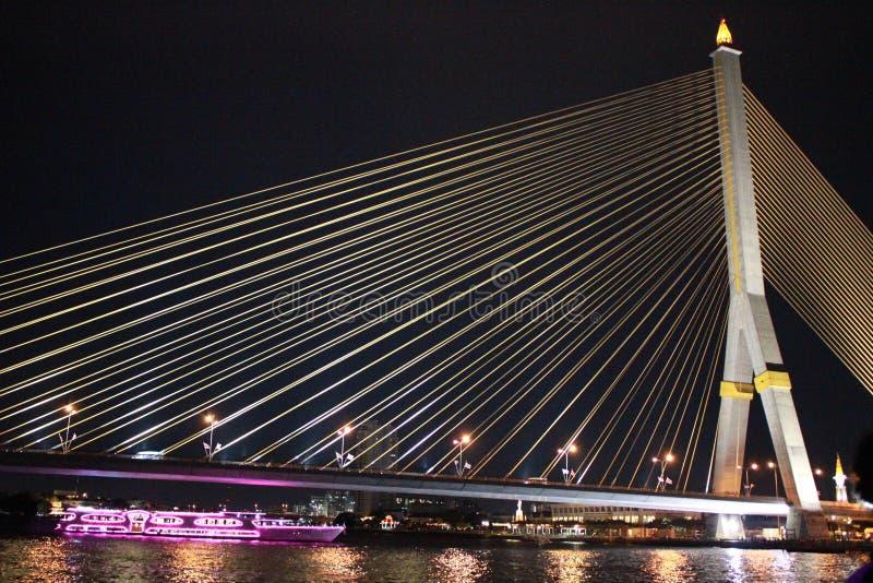 Luz da noite da ponte de corda fotos de stock royalty free