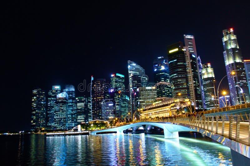 Luz da noite em Singapura imagem de stock royalty free