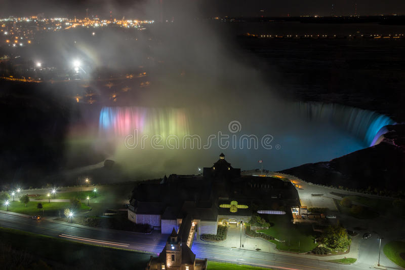 Luz da noite sobre Niagara Falls imagens de stock royalty free
