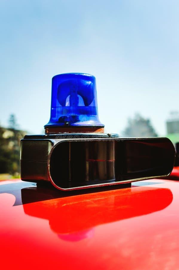 Luz de advertência azul no carro de bombeiros fotografia de stock royalty free
