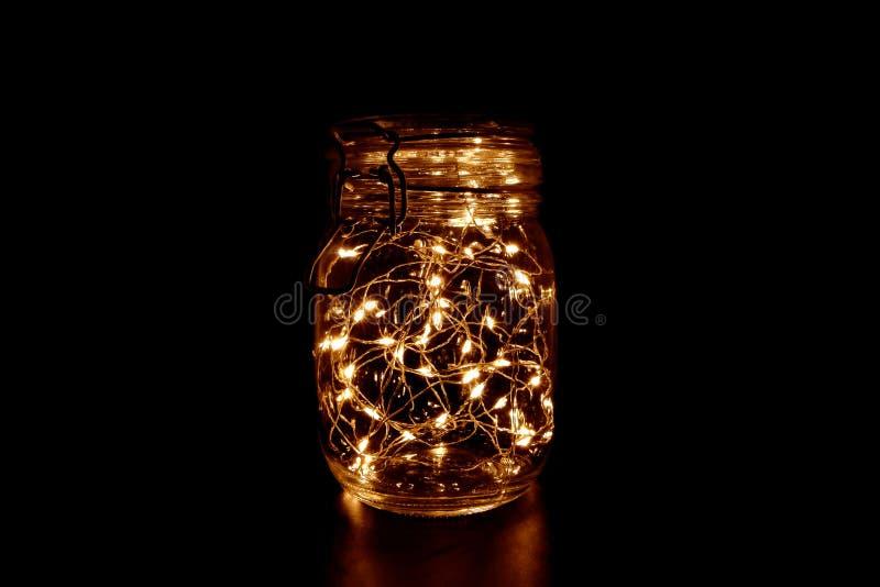 Luz de hadas amarilla en el tarro de cristal fotos de archivo