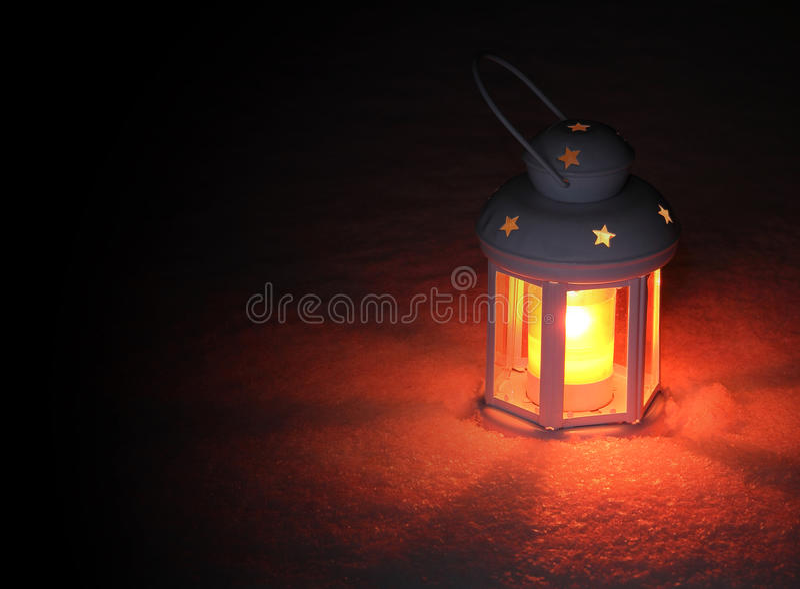 Luz de la linterna el la tarde del invierno imágenes de archivo libres de regalías