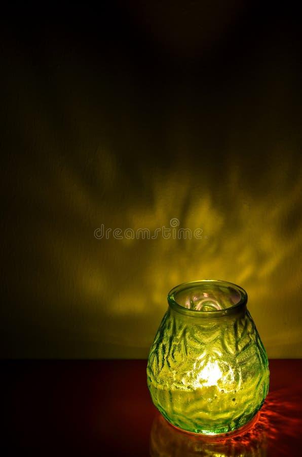 Luz de la vela tarde en la noche fotografía de archivo libre de regalías