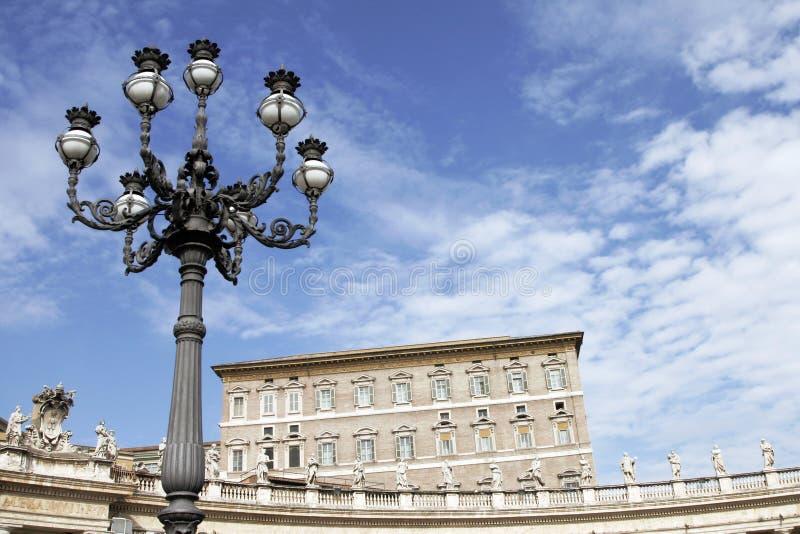 Luz de rua no quadrado de Peter de Saint imagens de stock royalty free