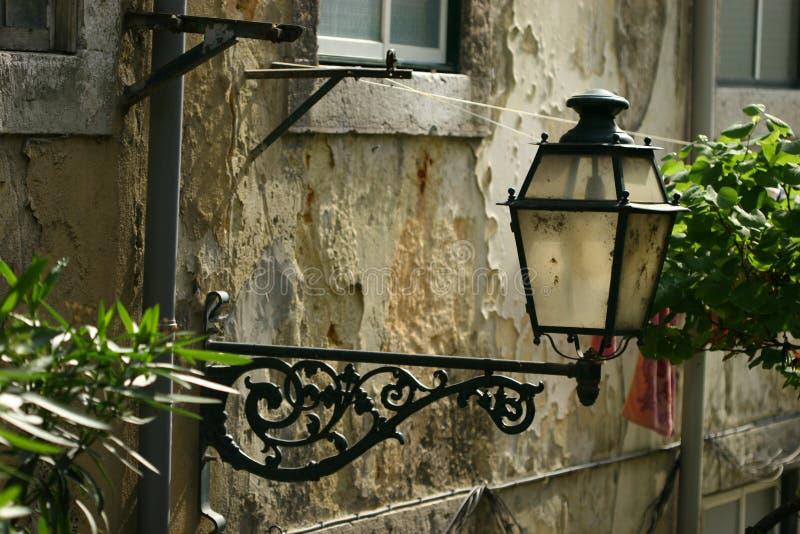 Luz de rua velha imagem de stock royalty free