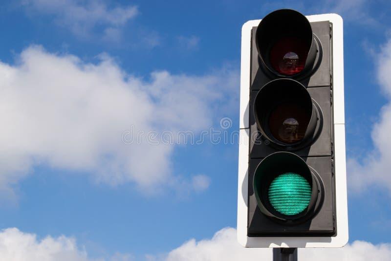Luz de rua verde. foto de stock royalty free