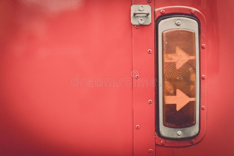 Luz de se?al de vuelta del vintage de un autob?s rojo fotografía de archivo