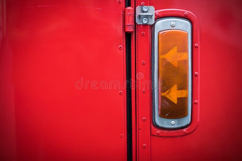 Luz de se?al de vuelta del vintage de un autob?s rojo foto de archivo libre de regalías