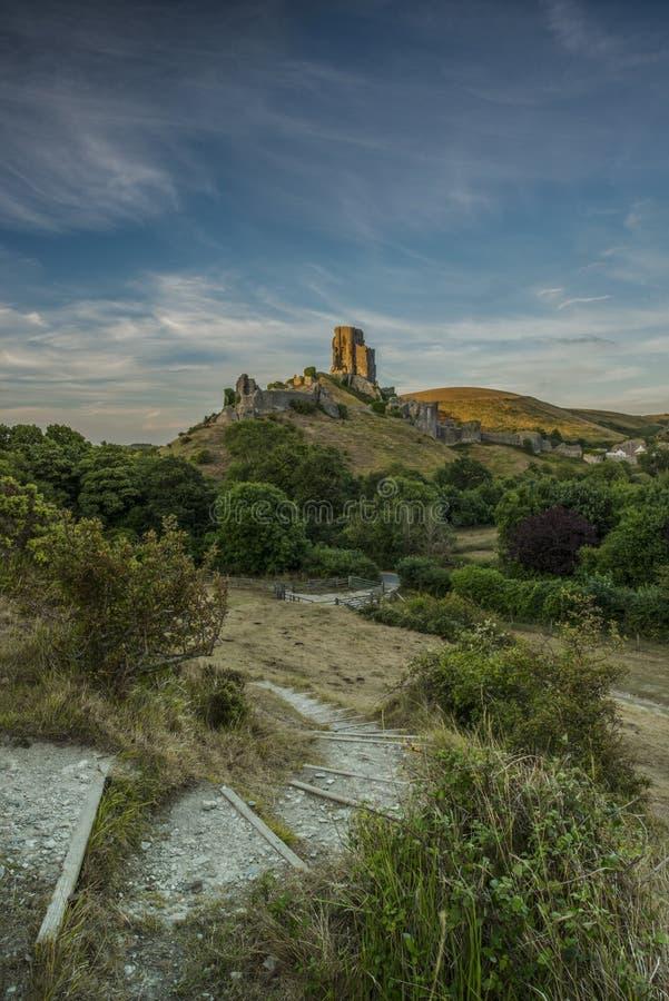 Luz de Sun en el castillo de Corfe imagenes de archivo