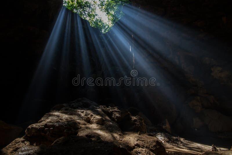 Luz de Sun en la cueva imágenes de archivo libres de regalías