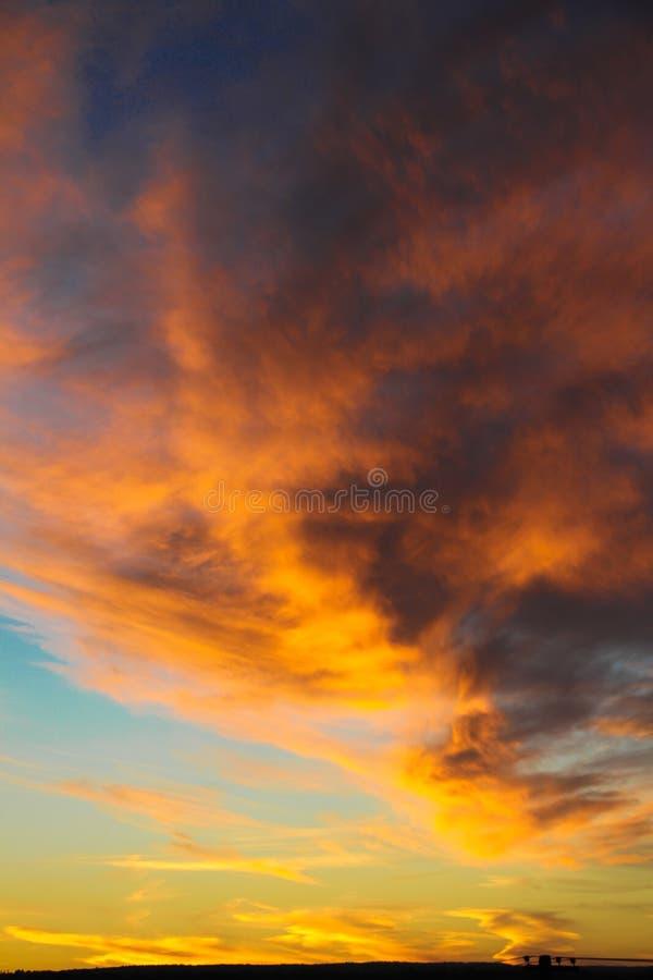 Luz de Sun para o horizonte fotos de stock royalty free